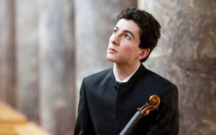 Toda la Música | Ramón Tebar estrena titularidad artística con la Orquesta de València y agota las entradas