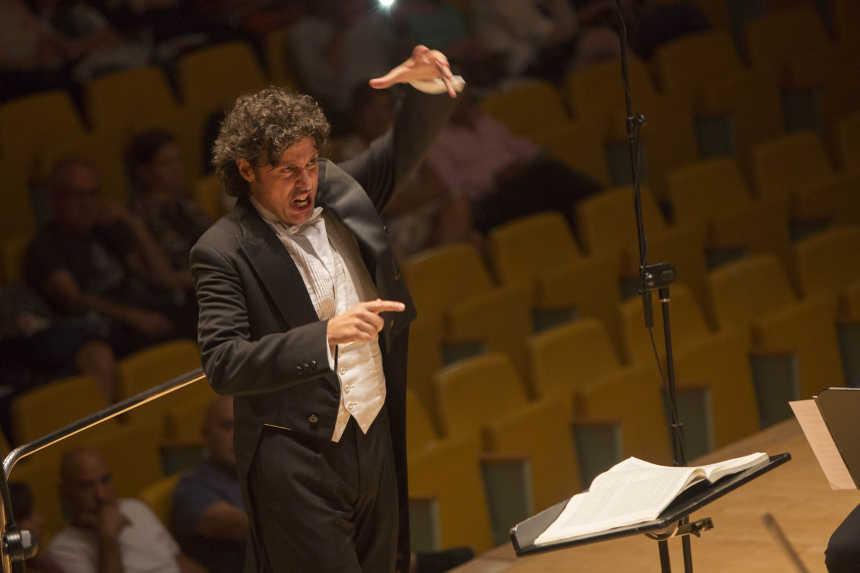 Toda la Música | Cristóbal Soler dirige a la Orquesta de Extremadura por primera vez