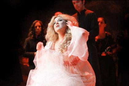 Toda la Música | Un elenco totalmente español lleva La Bohème a un garaje de Bilbao