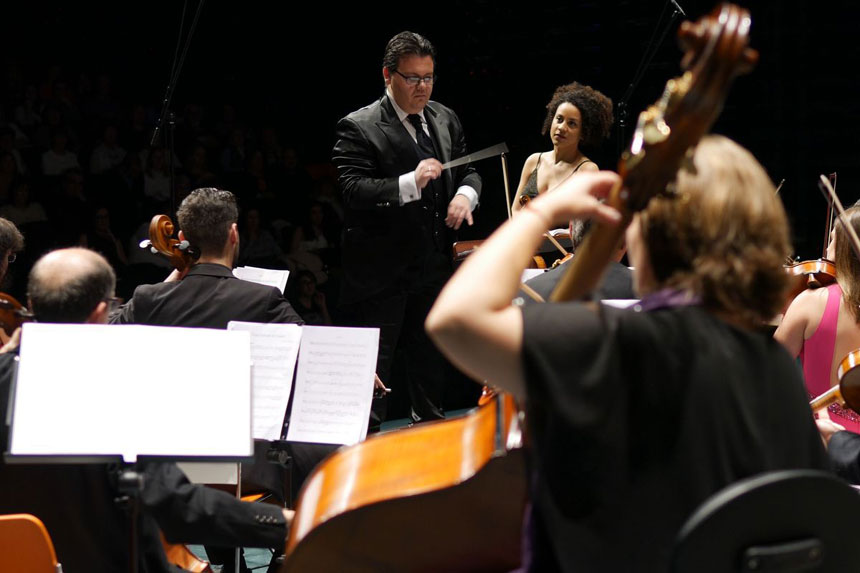 Toda la Música | Ana Mba Flores y la Orquesta Sinfónica de Cartagena triunfan en el VI Concierto Extraordinario de Entre Cuerdas y Metales