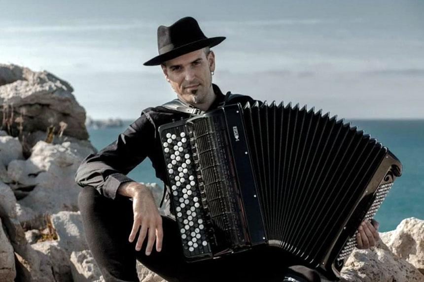Toda la Música | El acordeonista Gorka Hermosa presentará su nuevo disco en Facebook el viernes 24