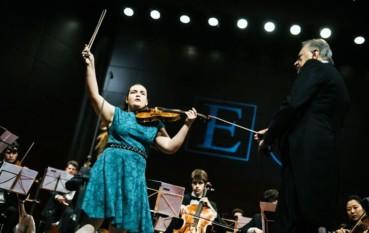 La violinista jamaicana Ellinor D´Melon toca esta semana con la Real Filharmonía de Galicia